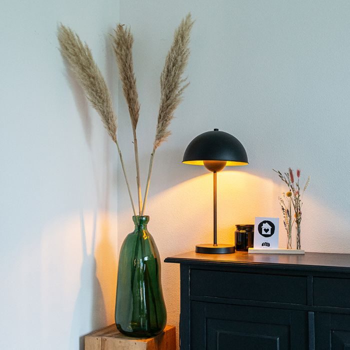 Retro-table-lamp-black-with-gold---Magnax