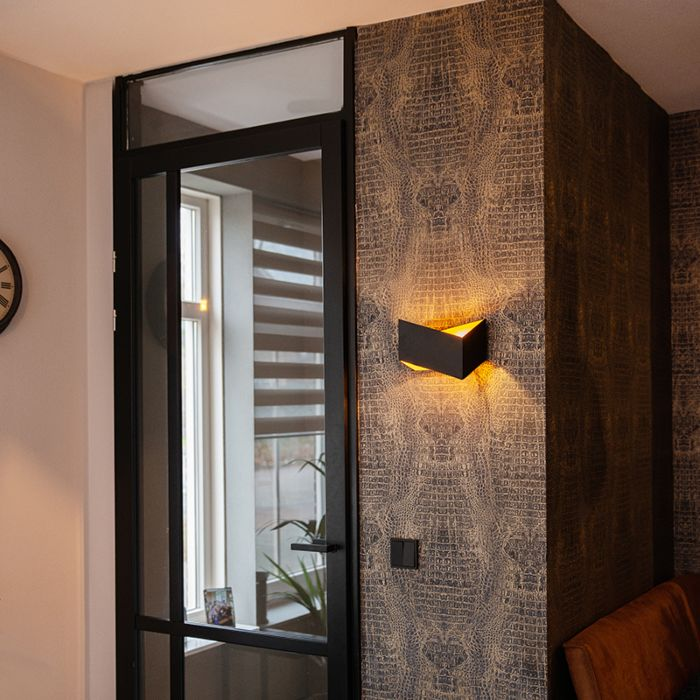 Design-wall-lamp-black-with-gold---Fold