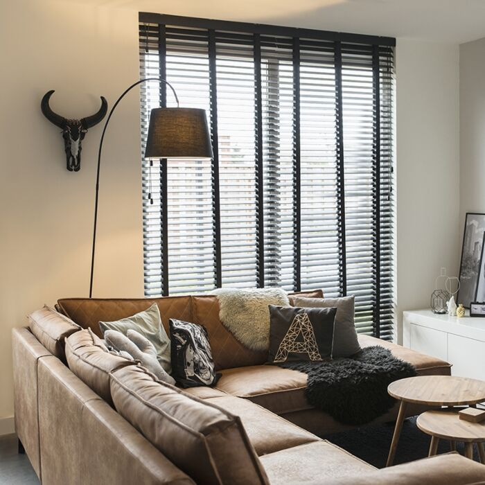 Modern-floor-lamp-with-black-shade---Bend